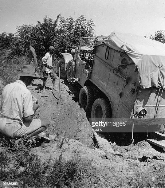Orient Expedition of the Austrian Mr. Von Kummer: Through the help of blades and shelves a expedition car could manage to get thru the road....