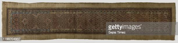 Oriental carpet Oriental carpet of knotted wool carpet size In the midfield diamondshaped patterns with rosettes and medallions Around four edges...