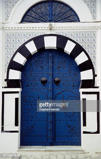 orientalische gate - tunesien stock-fotos und bilder