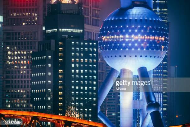 Oriental Pearl Tower und Pudong Wolkenkratzern, China