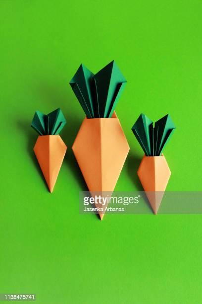 origami carrot - origami foto e immagini stock