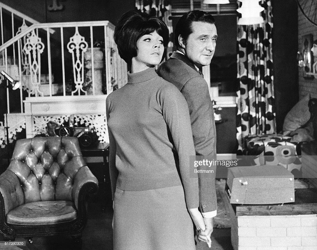 Patrick Macnee and Linda Thorson in The Avengers : Nachrichtenfoto