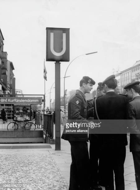 OriginalPressemeldung der DDRNachrichtenagentur ADN auf der Rückseite des Bildes 'Westberlin Noch immer sind die englischen Besatzer die 'Gäste' des...