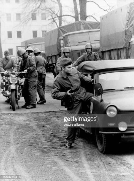 OriginalPressemeldung des DDRNachrichtendienstes ADN auf der Rückseite des Bildes Berlin Zum 30 Jahrestag der Grenztruppen der DDR [am 1 Dezember...