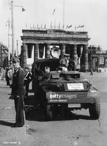 OriginalPressemeldung des DDRNachrichtendienstes ADN auf der Rückseite des Bildes Der 1 Mai 1950 in WestBerlin Während im OstSektor zu...