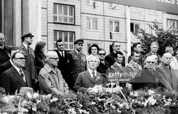 OriginalPressemeldung des DDRNachrichtendienstes ADN auf der Rückseite des Bildes 'Berlin 2991973 Kampfappell der Kampfgruppen der Arbeiterklasse Auf...