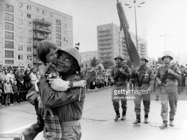 OriginalPressemeldung des DDRNachrichtendienstes ADN auf der Rückseite des Bildes 'Berlin 2991973 Kampfappell der Kampfgruppen der Arbeiterklasse...