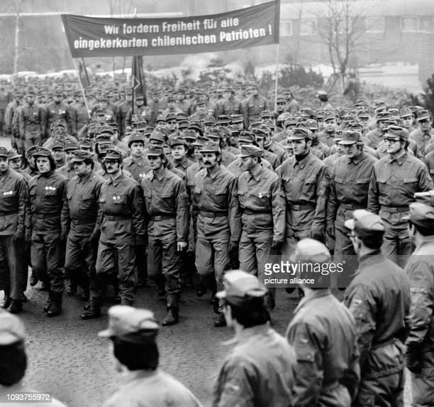 OriginalPressemeldung des DDRNachrichtendienstes ADN auf der Rückseite des Bildes 'Berlin 1611977 Kampfgruppen der Arbeiterklasse bildeten den...