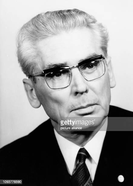 OriginalPressemeldung des DDRNachrichtendienstes ADN auf der Rückseite des Bildes '2111972 Herbert Fechner Kandidat des ZK der SED Oberbürgermeister...