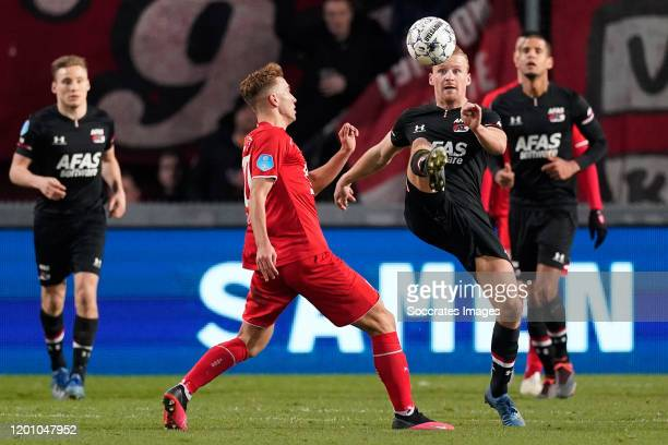 Oriol Busquets of FC Twente Dani de Wit of AZ Alkmaar during the Dutch Eredivisie match between Fc Twente v AZ Alkmaar at the De Grolsch Veste on...