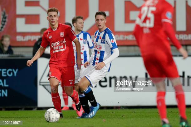 Oriol Busquets of FC Twente Joey Veerman of SC Heerenveen during the Dutch Eredivisie match between Fc Twente v SC Heerenveen at the De Grolsch Veste...