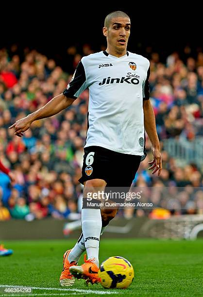 Oriol Romeu of FC Barcelona runs with the ball during the La Liga match between FC Barcelona and Valencia CF at Camp Nou on February 1 2014 in...