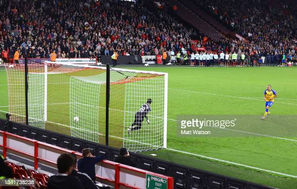Oriol Romeu of Southampton scores the winning penalty during the Carabao Cup Third Round match between Sheffield United and Southampton at Bramall...