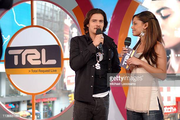 """Orlando Bloom and Vanessa Minnillo during Orlando Bloom, Ludacris and Snoop Dogg Visit MTV's """"TRL"""" - May 4, 2005 at MTV Studios, Times Square in New..."""