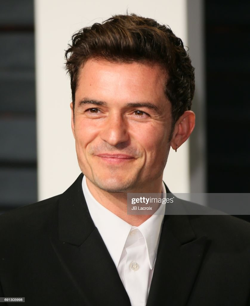 Orlando Bloom attends the 2017 Vanity Fair Oscar Party hosted by Graydon Carter at Wallis Annenberg Center for the Performing Arts on February 26, 2017 in Beverly Hills, California.