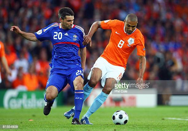 Orlando Engelaar of Netherlands and Jeremy Toulalan of France battle for the ball during the UEFA EURO 2008 Group C match between Netherlands and...