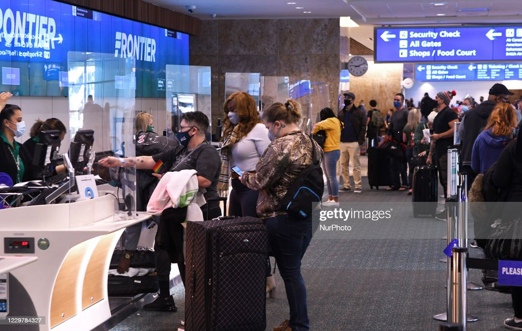 People Travel For Thanksgiving Despite CDC Warnings : News Photo