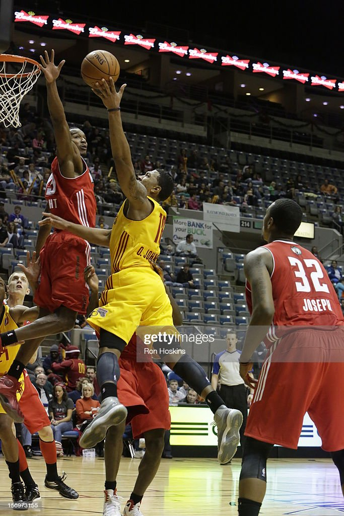 Orlando Johnson #18 of the Fort Wayne Mad Ants shoots over Chris Wright #33 of the Maine Red Claws at Allen County Memorial Coliseum on November 25, 2010 in Fort Wayne, Indiana.