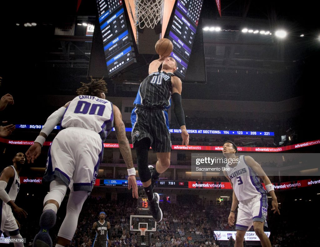 Orlando Magic forward Aaron Gordon (00) dunks against Sacramento Kings center Willie Cauley-Stein (00) on Monday, March 13, 2017 at Golden 1 Center in Sacramento, Calif.
