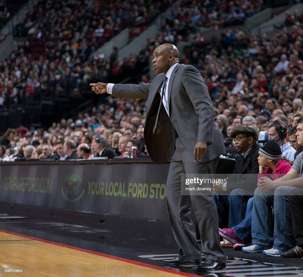Orlando Magic Head Coach Jacque Vaughn points to open player. : News Photo