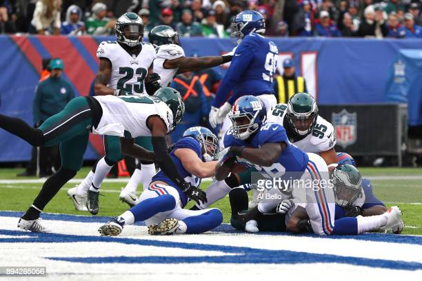 Orleans Darkwa of the New York Giants scores a one yard touchdown against the Philadelphia Eagles during the first quarter in the game at MetLife...