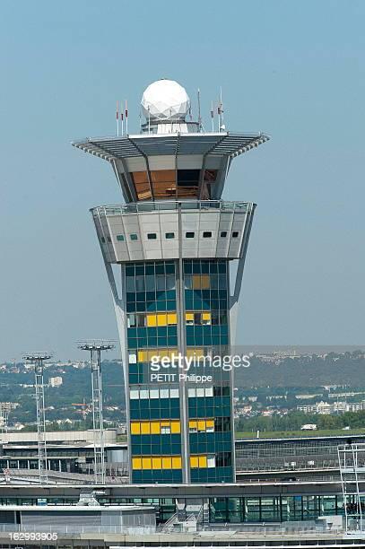 Orly Airport Celebrates Its 50 Anniversary Au coeur de l'aéroport d'ORLY qui fête son 50ème anniversaire la tour de contrôle