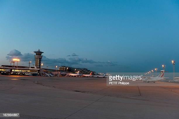 Orly Airport Celebrates Its 50 Anniversary Au coeur de l'aéroport d'ORLY qui fête son 50ème anniversaire 22 heures avions stationnés sur le tarmac du...