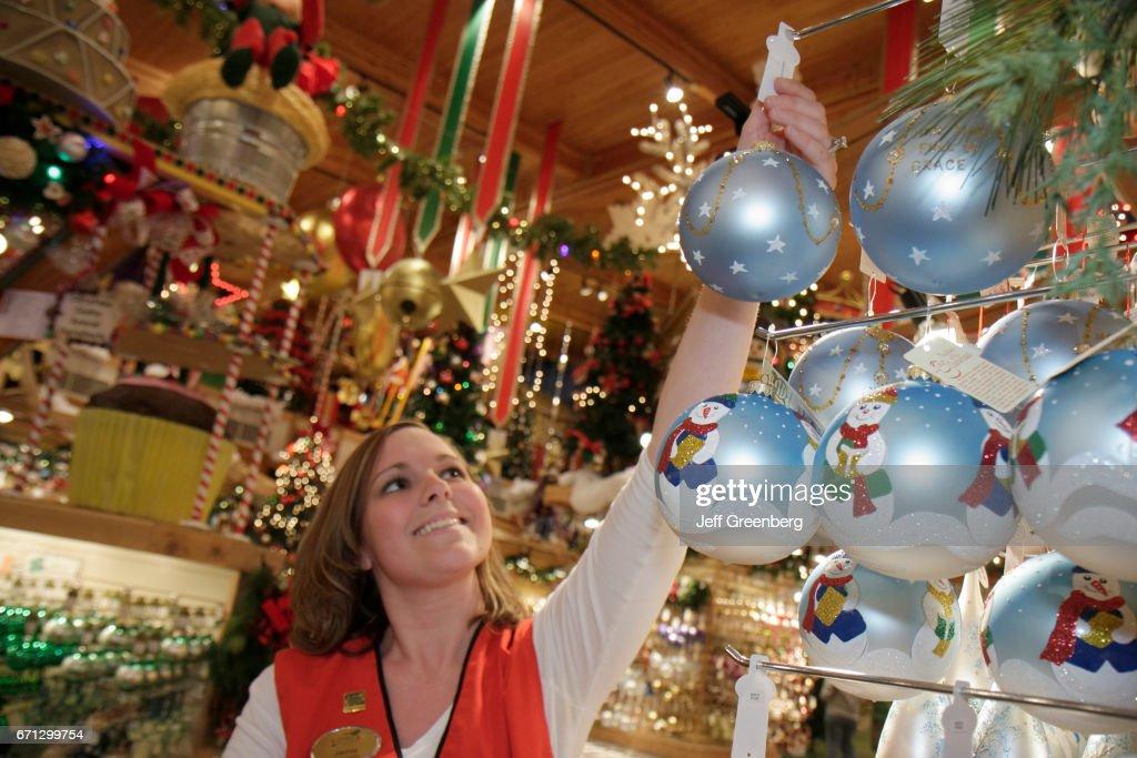 Bronners Christmas Ornaments.Ornaments For Sale At Bronner S Christmas Wonderland News