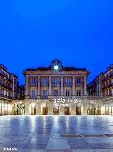 ornate building illuminated at night, san sebastian, gipuzkoa, spain - サン・セバスティアン市 ストックフォトと画像