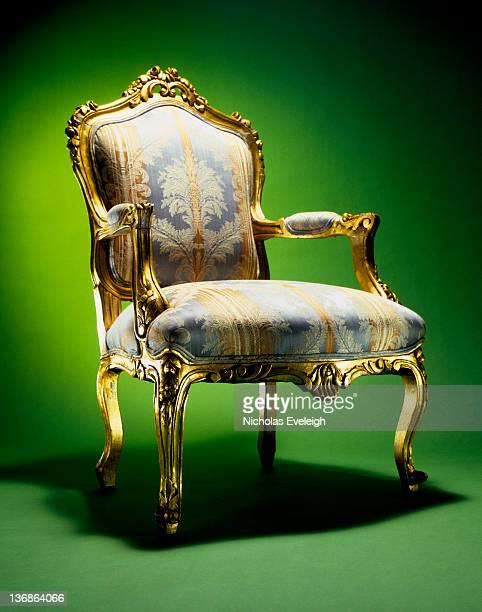 ornate chair - koningschap stockfoto's en -beelden