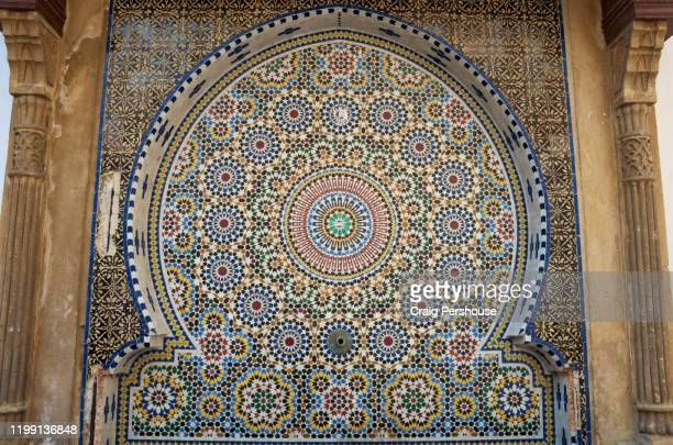 ornate, colourful arabesque mosaic in niche on wall in rabat's medina. - rabat maroc photos et images de collection