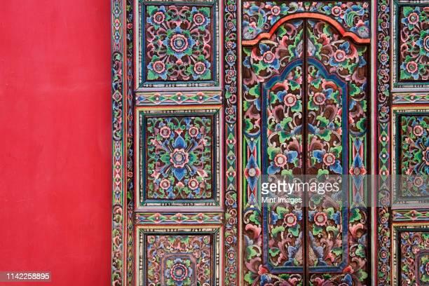 ornate door at the hotel california in mexico - todos santos mexico fotografías e imágenes de stock