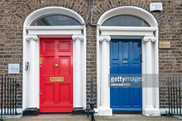 ダブリンアイルランドの華やかなフロントドア - ジョージア調 ストックフォトと画像