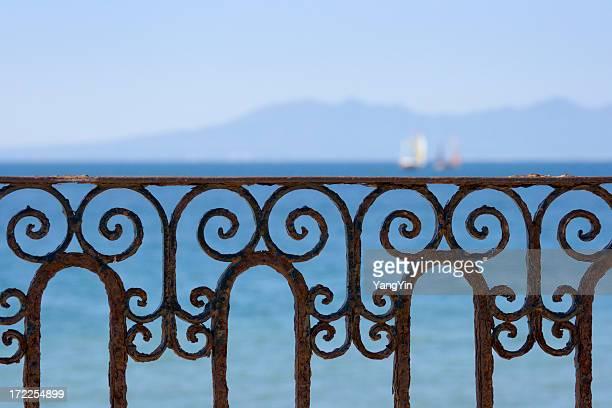 Ferronnerie rambarde avec vue sur l'océan de Puerto Vallarta, Mexique