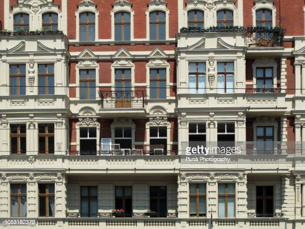 ornate old pre-war residential building in the district of prenzlauerberg, berlin, germany - プレンツラウアーベルグ ストックフォトと画像