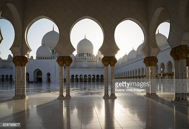 ornate tiled arches of the grand mosque - sheikh zayed mosque stock pictures, royalty-free photos & images