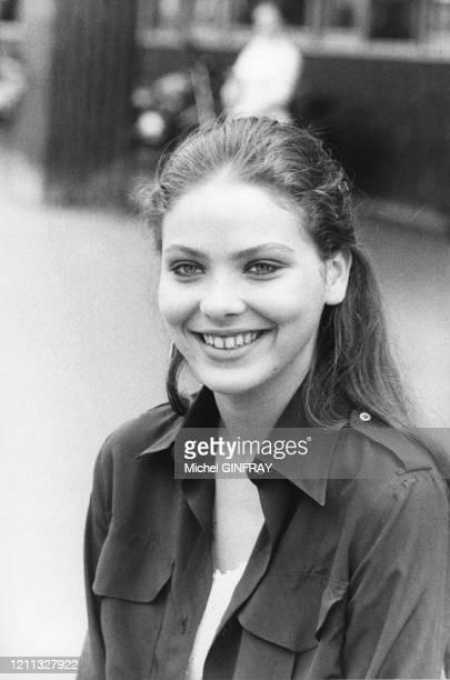 Ornella Mutti sur le tournage du film 'Mort d'un Pourri' en juillet 1977 à Paris en France