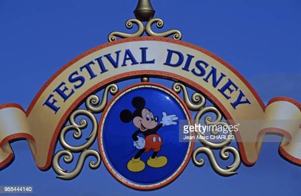 Ornement d'un portail du parc de ?Disneyland Paris?, à Marne-la-Vallée, France.
