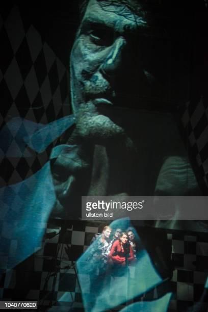 Berliner Ensemble Titel Die Enfuehrung Europas oder der seltsame Fall vom Verschwinden einer Zukunft Autor Alexander Eisenach Regie Alexander...