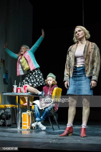 Berliner Ensemble Titel Eine Frau Mary Page Marlowe Autor Tracy Letts Regie David Boesch Buehne Patrick Bannwart Kostueme Meentje Nielsen Premiere...