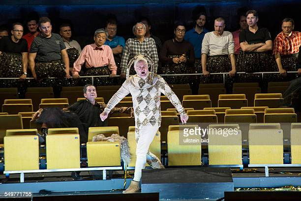 Deutsche Oper Berlin. Titel: Rigoletto. Autor: Giuseppe Verdi. Musikal. Leitung: Pablo Heras-Casado. Insz.: Jan Bosse. Buehne: Stephane Laime....