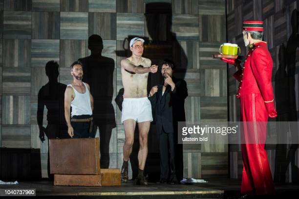 Deutsches Theater Berlin Titel Amerika Autor Franz Kafka Regie Buehne Dusan David Parizek Kostueme Kamila Palivkova Premiere 270917 Darst Frank...