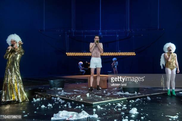 Deutsches Theater Berlin Titel Amerika Autor Franz Kafka Regie Buehne Dusan David Parizek Kostueme Kamila Palivkova Premiere 270917 Darst Ulrich...