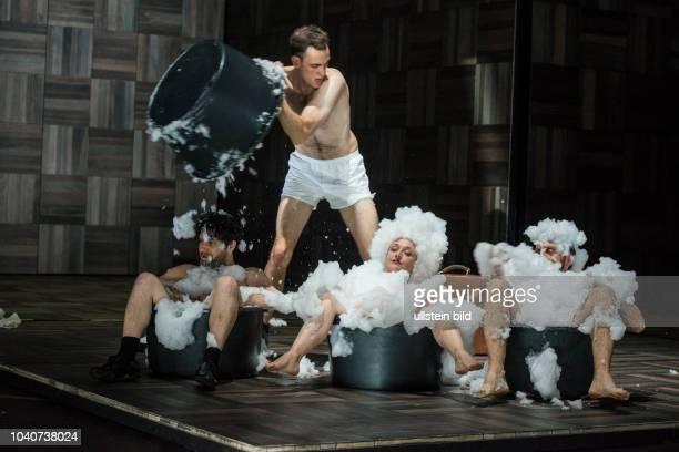 Deutsches Theater Berlin Titel Amerika Autor Franz Kafka Regie Buehne Dusan David Parizek Kostueme Kamila Palivkova Premiere 270917 Darst Edgar...