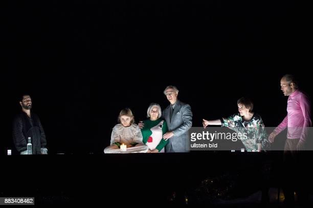 Deutsches Theater Berlin Titel Wintersonnenwende Autor Roland Schimmelpfennig Regie Jan Bosse Buehne Stephane Laime Kostueme Kathrin Plath Premiere...