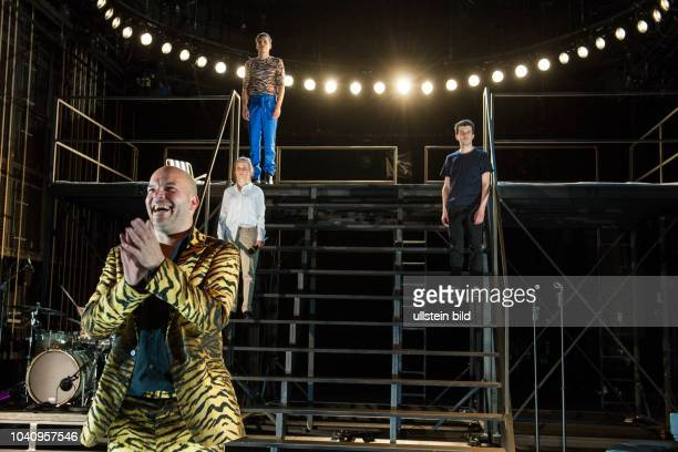Deutsches Theater Kammerspiele Berlin Titel It Can`t Happen Here Autor Sinclair Lewis Regie Christopher Rueping Buehne Julian Marbach Kostueme Lene...