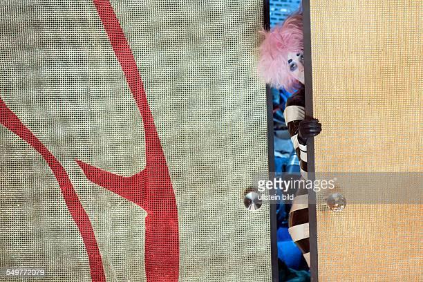 Deutsches Theater Kammerspiele Berlin Titel Sklaven Autor Georges Courteline Regie Buehne Andreas Kriegenburg Kostueme Andrea Schraad Premiere Hier...