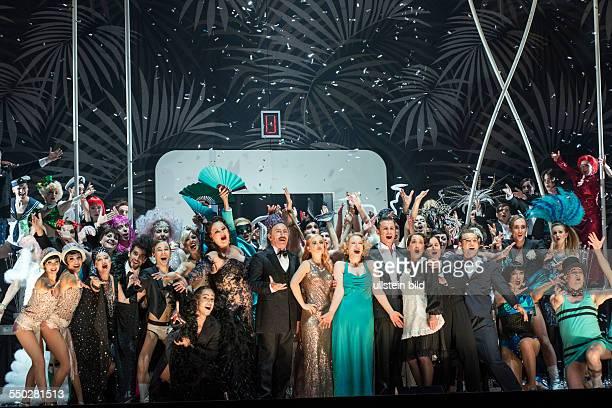 Komische Oper Berlin Titel Ball im Savoy Autor Paul Abraham Musikalische Leitung Adam Benzwi Insz Barrie Kosky Buehne Klaus Gruenberg Kostueme Esther...