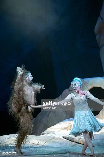Komische Oper Berlin TitelEin Sommernachtstraum Autor nach William Shakespeare von Benjamin Britten und Peter Pears Musikalische Leitung Kristiina...