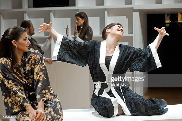 Neukoellner Oper Berlin Titel Yasou Aida Autor Verdis Aida in einer Einrichtung von Kharalampos Goyos Dimitris Dimopoulos und Alexandros Efklidis...